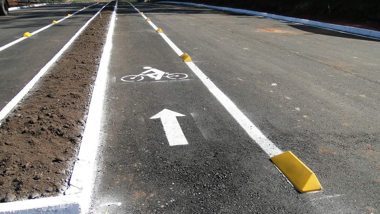 Wyznaczona ścieżka rowerowa na ulicy