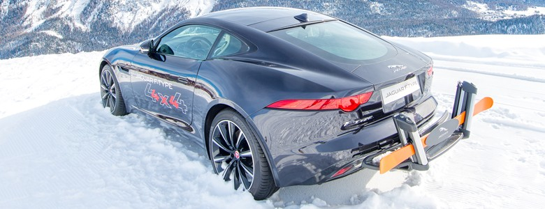 auto na śniegu