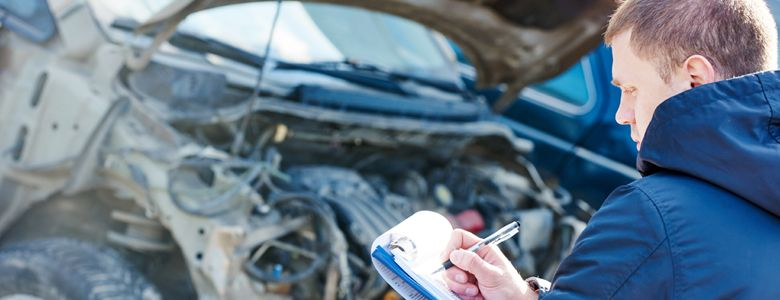 Notowanie szkód, które zostały spowodowane kolizją