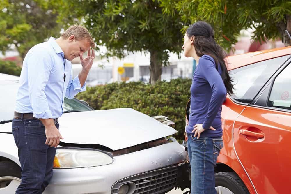 Kolizja drogowa, zderzenie dwóch aut