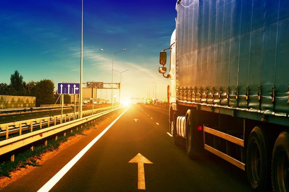 Jazda samochodem na autostradzie