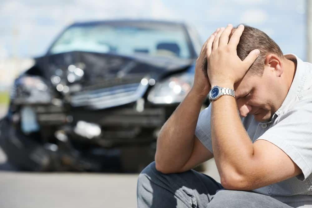kierowca załamany po wypadku