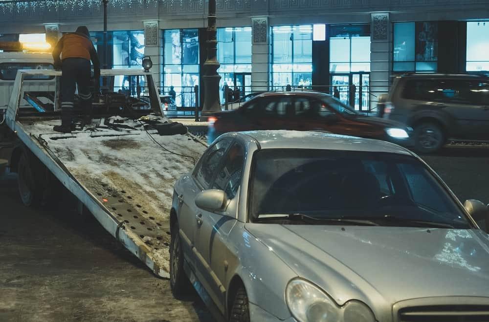 zaladunek auta na lawetę